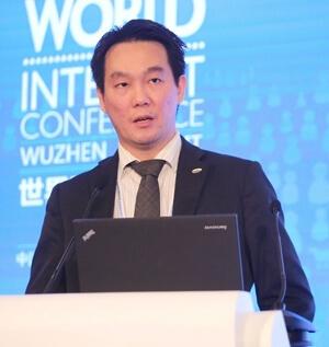Dr. Raymond Choo Headshot